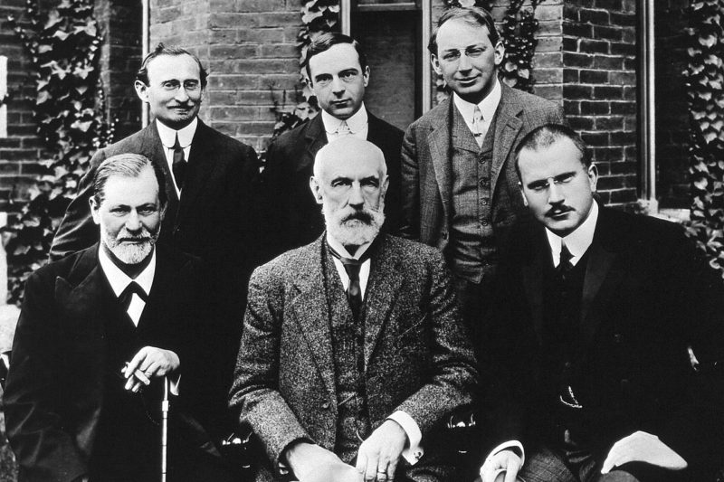 1280px-hall freud jung in front of clark 1909